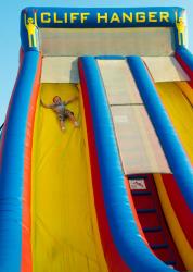 040 348927734 Cliff Hanger Slide