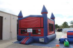 XL Sports Bounce House *(17L 17W 16H)