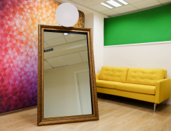 Package 1 Mirror Me Booth